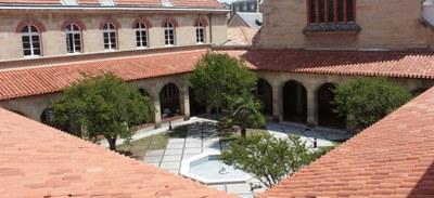 La Maison diocésaine de Bordeaux, confiée à Saint Louis Beaulieu, est un lieu de rencontre, de dialogue, de partage, de travail, de ressourcement et de prière, ainsi que de communion pour tous et toutes.